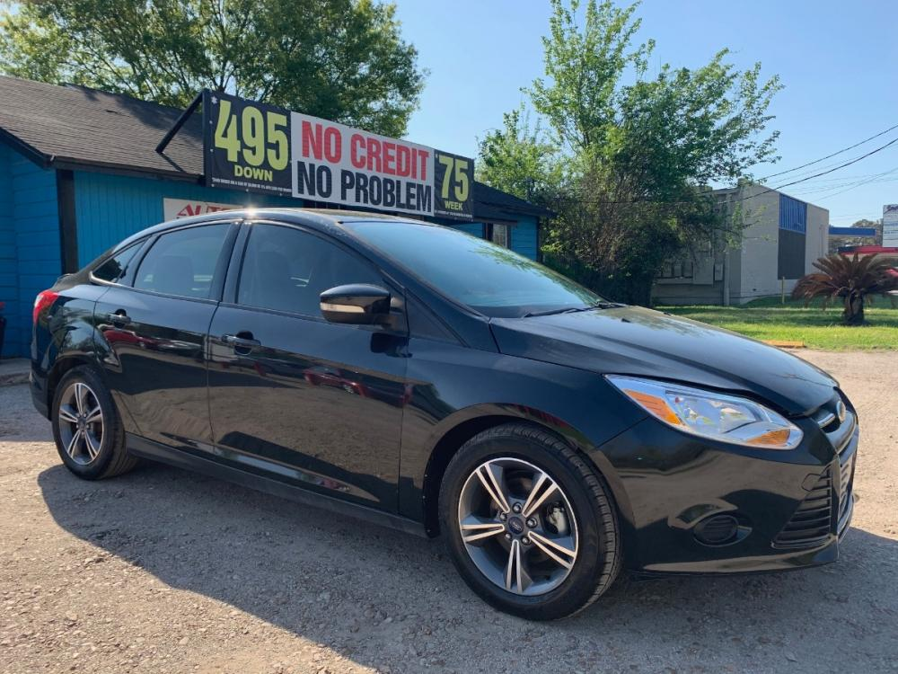 2014 Ford Focus SE Sedan (1FADP3F27EL) with an 2.0L L4 DOHC 16V engine, located at 1908 Blalock Road, Houston, TX, 77080, (281) 801-8937, 29.828690, -95.523354 - Photo #0